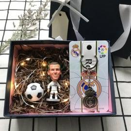 Conjunto Regalo Muñeco de Tres Piezas Fútbol Real Madrid